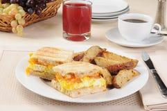 Frühstück panini mit Kaffee Stockfotografie