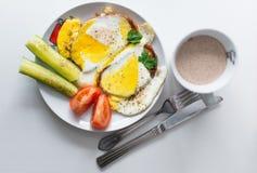 Frühstück und Kaffee mit Milch Stockbilder