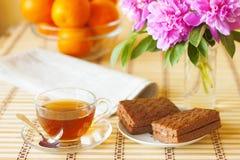 Frühstück und Zeitung Stockfotografie