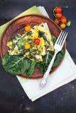 Frühstück von Eiern mit Mangoldgemüse Lizenzfreie Stockbilder