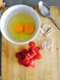 Frühstück wird von den Eiern gemacht Stockfoto