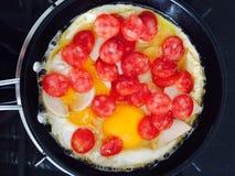 Frühstück wird von den Eiern gemacht Stockfotografie