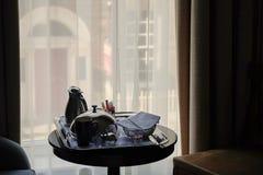 Frühstück zum Hotelzimmer stockfoto