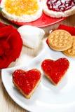 Frühstücken Sie mit Liebe und roten Herden des Staus Lizenzfreie Stockfotografie