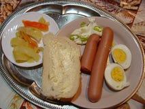 Frühstücks-Satz-Mahlzeit mit Wurst und Eiern stockbilder