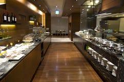 Frühstücksbuffet-Restaurantlebensmittel in einem Hotel Stockfoto