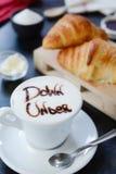 Frühstückscappuccinodesign - unten darunter Lizenzfreie Stockfotos