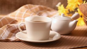 Frühstückskaffee und -brot stock video footage