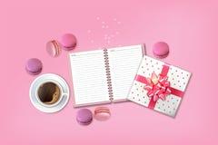 Frühstückskaffee und -makronen Vektor realistisch Menüschablone der Einzelkarte 3d Draufsichten der köstlichen Nachtischplakate stock abbildung