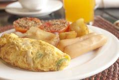 Frühstücksomelett mit Würsten Lizenzfreie Stockfotografie