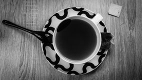 Frühstückstee mit dem chinesischen Löffel, Schwarzweiss stockfotos