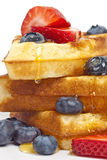 Frühstückswaffeln mit Ahornsirup Lizenzfreies Stockbild