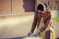 för affär kvinna utomhus Arkivfoto