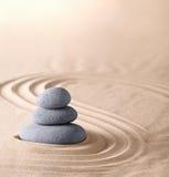 För andlighetrenhet för Zen trädgårds- bakgrund för brunnsort Arkivfoto