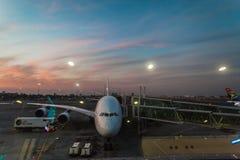 För avvikelsevardagsrum för flygbuss plan flygplats Royaltyfri Bild