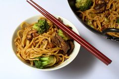 för chowmein för nötkött kinesisk nudel Arkivfoton