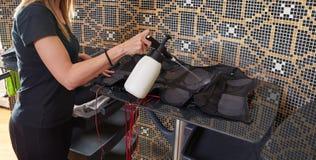 För electro våt lokalvård stimulansdräkt för EMS Royaltyfri Fotografi
