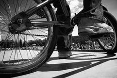 för fokuspunkt för bmx extrema skor Arkivfoton