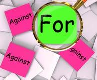 Für gegen Haftnotiz-Papier-Show stimmen Sie zu oder seien Sie zu anderer Meinung Lizenzfreie Stockbilder