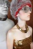 för guldstående för främmande par futuristic silver Arkivfoto