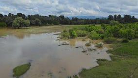 Fr?hlingsflut der Flussfelder ?berschwemmt mit Wasser stock video footage