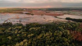 Fr?hlingsl?ndliche Luftlandschaft Sammellandfluss-Flut-Luftpanorama Dnister, Dnestr-Fluss auf der Grenze von Ukraine stock video footage