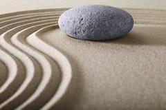 För meditationsten för Zen trädgårds- bakgrund Royaltyfria Bilder