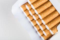 för objektpacke för bakgrund cigarett isolerad white Fotografering för Bildbyråer