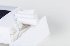 för objektpacke för bakgrund cigarett isolerad white Royaltyfri Fotografi