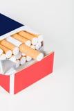 för objektpacke för bakgrund cigarett isolerad white Royaltyfria Foton