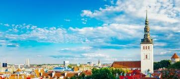 För panorama- sceniskt stad Tallinn I för stad siktslandskap för panorama gammal Arkivbild