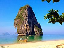 För Railay Thailand för ö för sol för sand för Krabi Thailand berghav södra hav andaman Arkivfoton