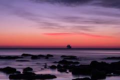 För soluppgång över havet Fotografering för Bildbyråer