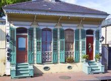 För stilbungalow för franska fjärdedelar hem Arkivbild
