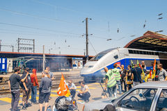 För stångoperatör för SNCF franskt slag - person som protesterardanandegrillfest Arkivbild