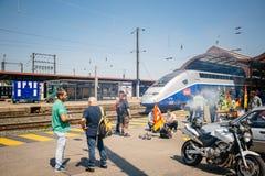 För stångoperatör för SNCF franskt slag - person som protesterardanandegrillfest Arkivfoto