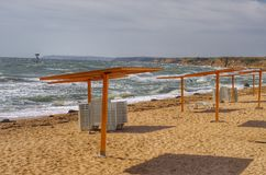 för stranddjupfält för flagga varning för röd säsong low grund tropisk Royaltyfria Foton