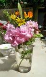 Fraîchement fleur coupée du jardin prêt pour l'arrangement Images stock