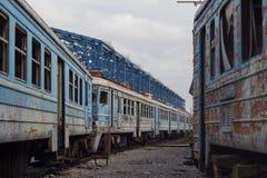 Fra i treni abbandonati Immagini Stock Libere da Diritti
