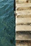 Fra il mare e la scala Fotografie Stock Libere da Diritti