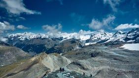 Fra la nube Montagne alpine Immagini Stock