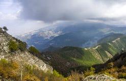 Fra le montagne Fotografia Stock