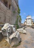 Fra le rovine di Roman Forum Immagini Stock