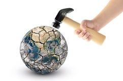 Fracas de globe avec un marteau, d'isolement sur un fond blanc Éléments de cette image meublés par la NASA Images stock