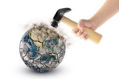 Fracas de globe avec un marteau, d'isolement sur un fond blanc Éléments de cette image meublés par la NASA Photographie stock libre de droits