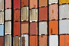 Fracht-Behälter-Stapel lizenzfreie stockfotografie