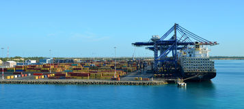 Fracht-Hafen-Gebäude in den Bahamas Stockfotos