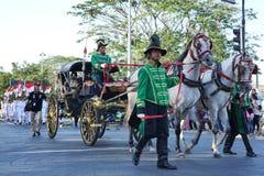 Fracht który bierze flaga i tekst głoszenie Indonezyjską niezależności ceremonią którym przy używa zdjęcie stock
