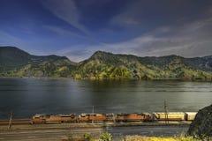 Fracht-Serie auf Kolumbien-Fluss-Schlucht Stockfotos