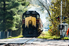 Fracht-Serie an der Eisenbahnüberfahrt Stockfotos